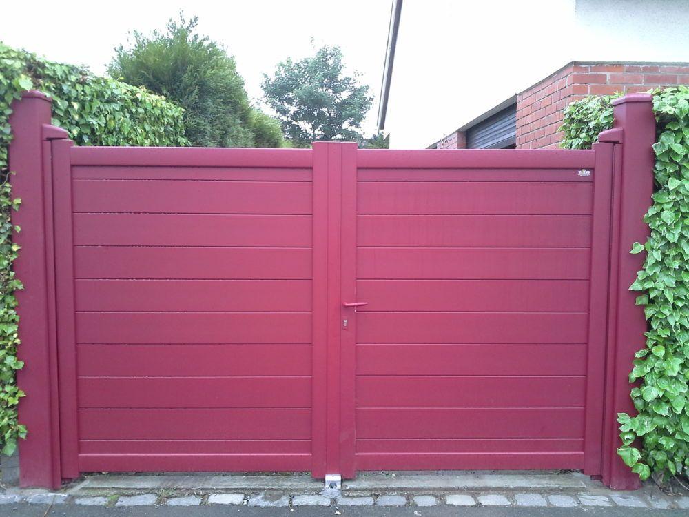 Portail-battant-avec-lames-horizontales-rouge-YVES-CARTON-PORTAILS-LILLE