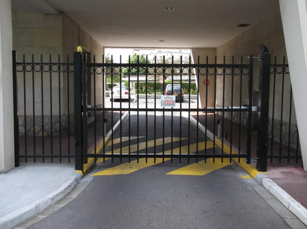 Portail-battant-parking-Lille-Yves-Carton