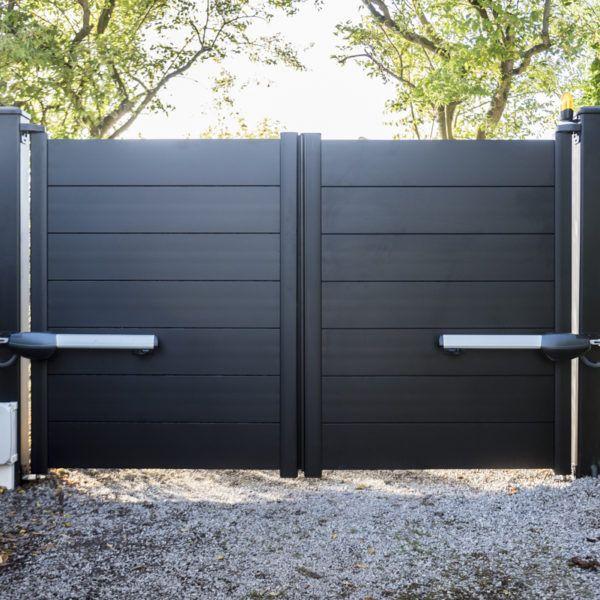Portail-battant-lames-larges-horizontales-noir-YVES-CARTON-PORTAILS-LILLE
