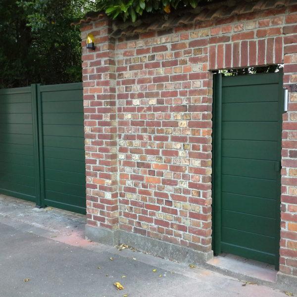 Portail-et-portillon-lames-larges-horizontales-vert-YVES-CARTON-LILLE