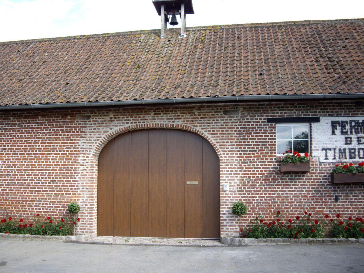 Porte-de-garage-imitation-bois-YVES-CARTON-PORTAILS-LILLE
