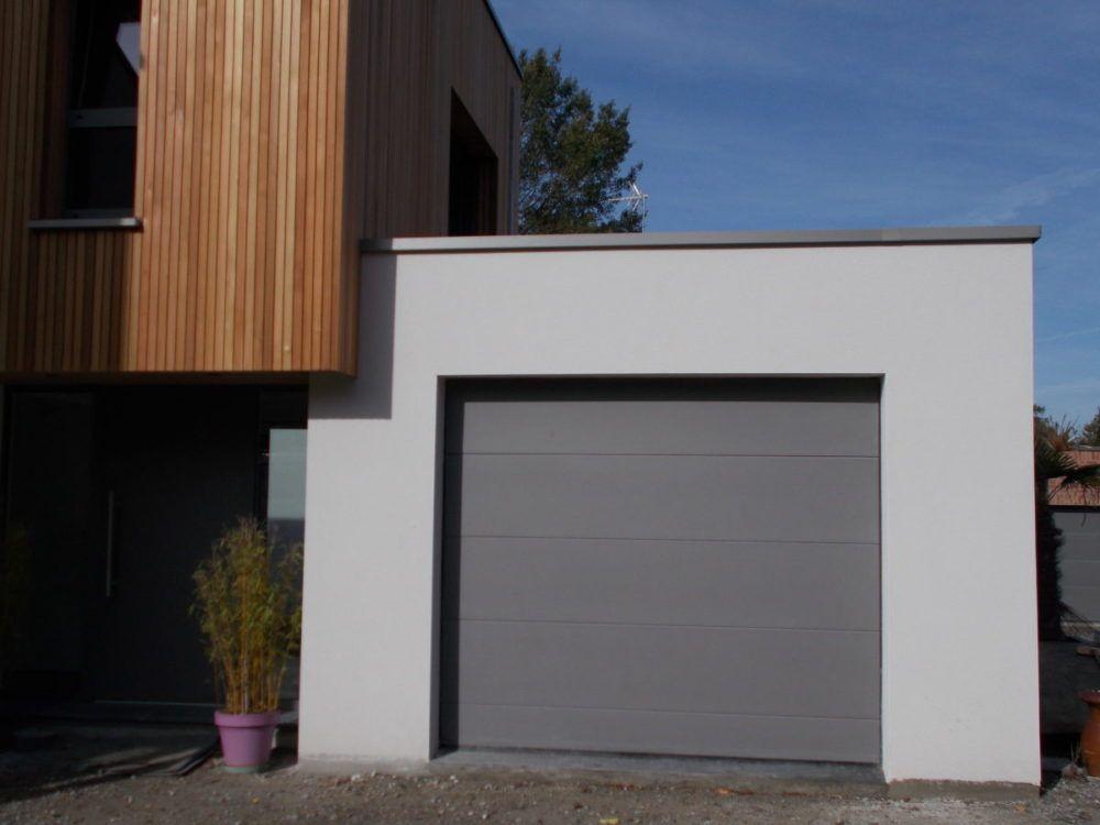 Porte-de-garage-panneaux-lisses-gris-YVES-CARTON-PORTAILS-LILLE