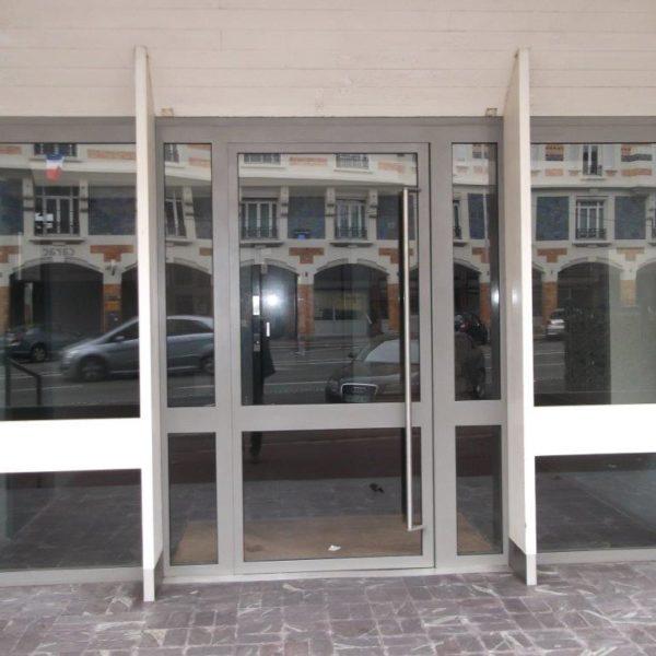 Porte-entrée-immeuble-gris-sécurité-YVES-CARTON-PORTAILS-LILLE