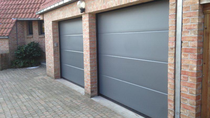 Portes-de-garage-panneaux-lisses-gris-YVES-CARTON-PORTAILS-LILLE