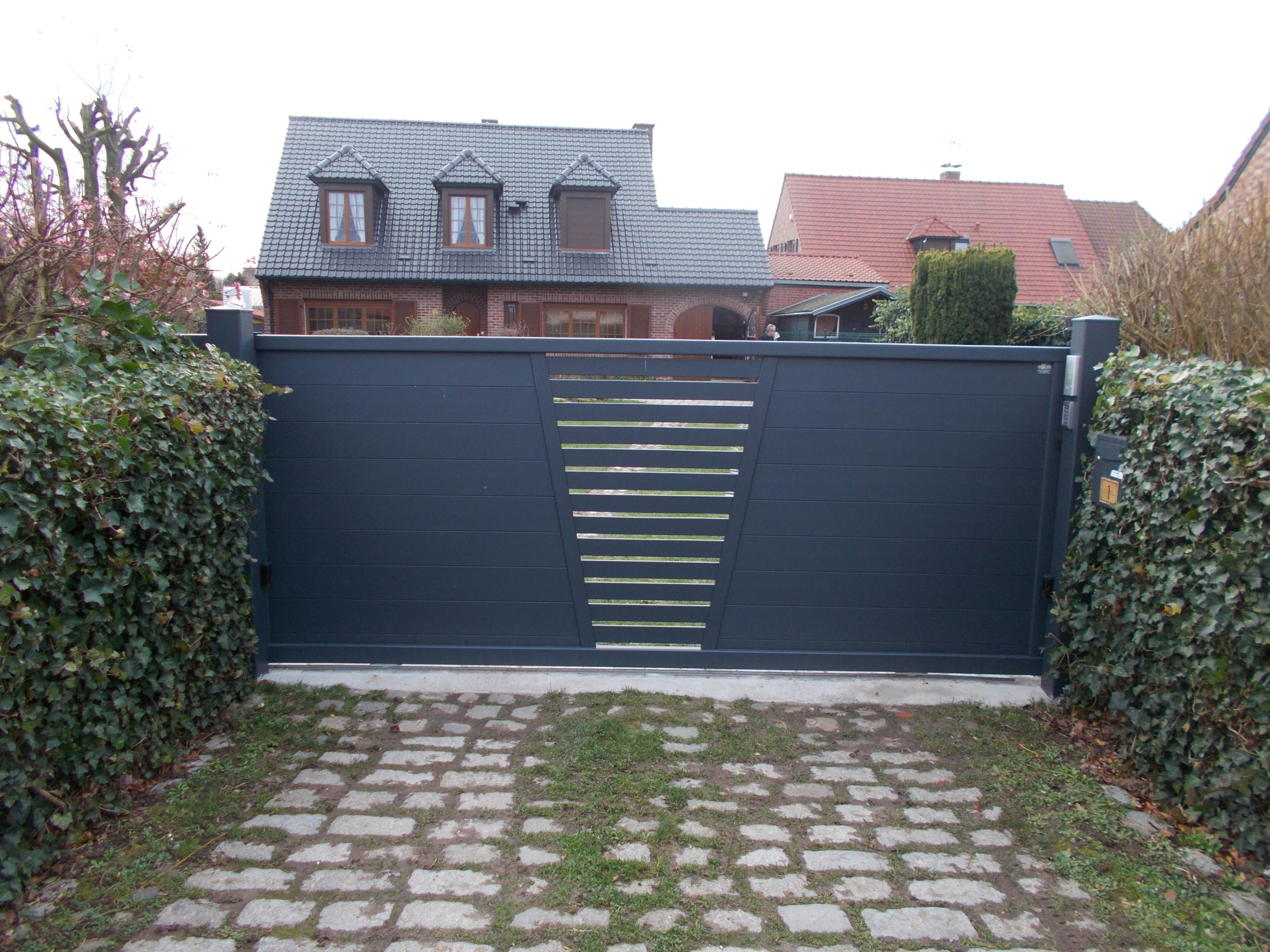 Portail coulissant ajouré au centre - Yves carton portails