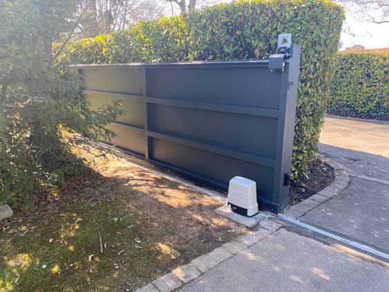 Installation portail tôlé en aluminium à Bondues bis l Yves Carton