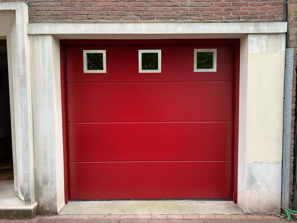 Après installation porte de garage sectionnelle avec hublots carrées l Yves Carton