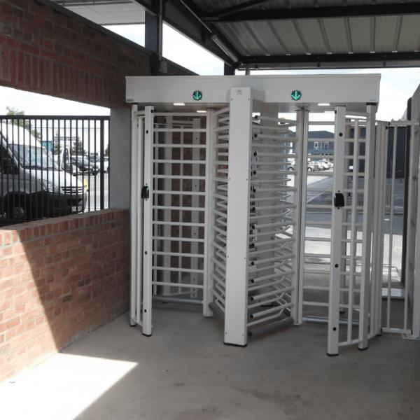 OVH Remise à niveau du contrôle des accès extérieurs du site de Roubaix